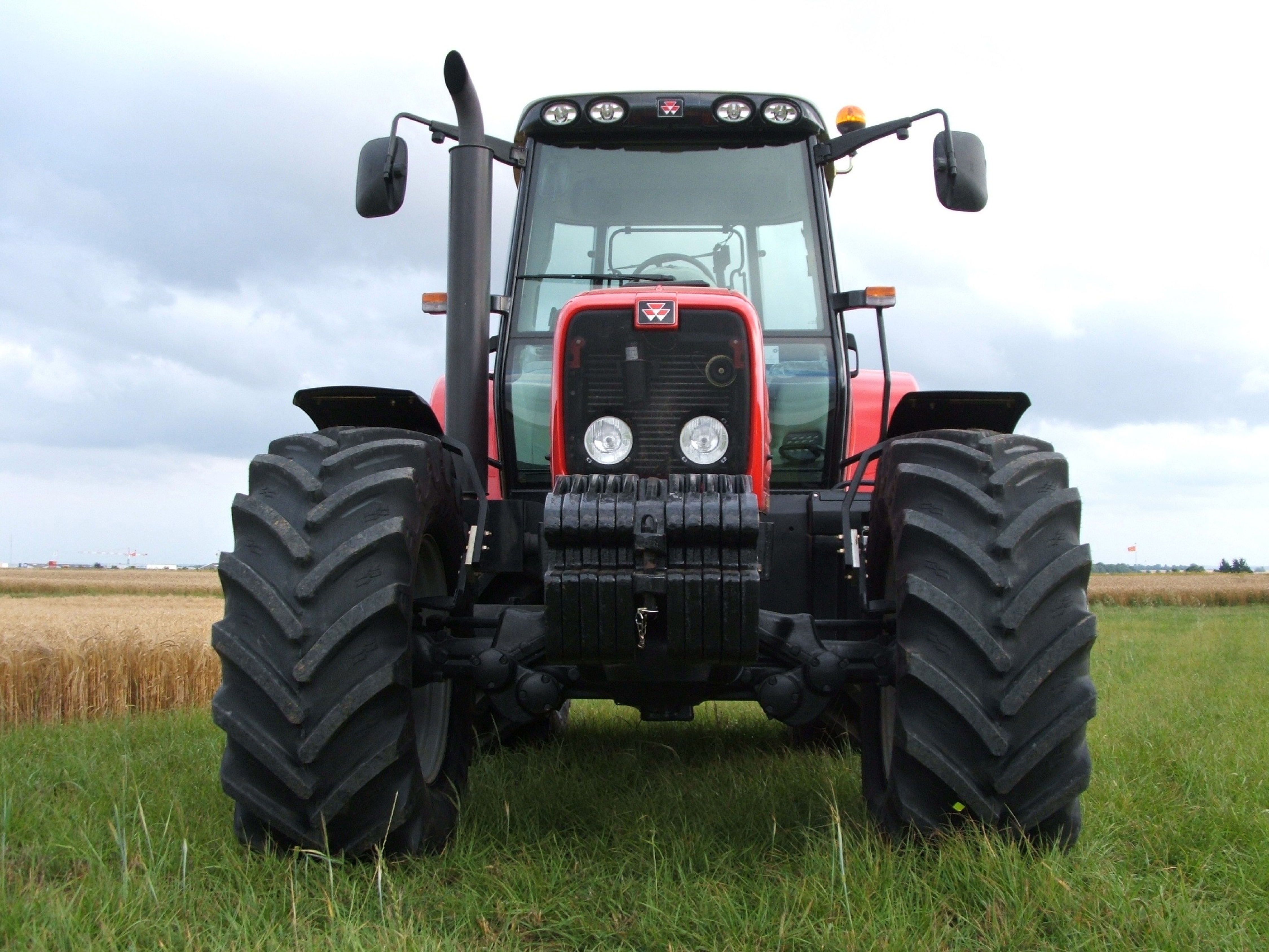 1._Tractor_365_front_view