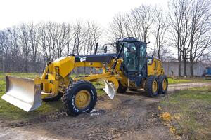 Galaxy MGSR 200 Radial on Grader 1